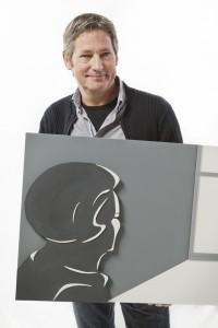 Beeld van Beatrix op Paleis het Loo -  portret van de kunstenaars met hun werk